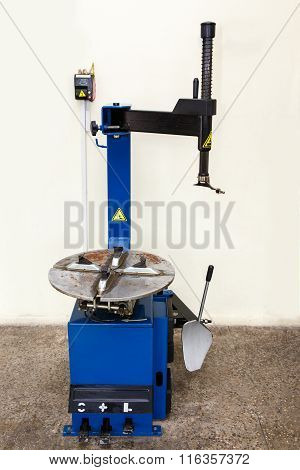 Automatic Tyre Assembling And Repair Machine