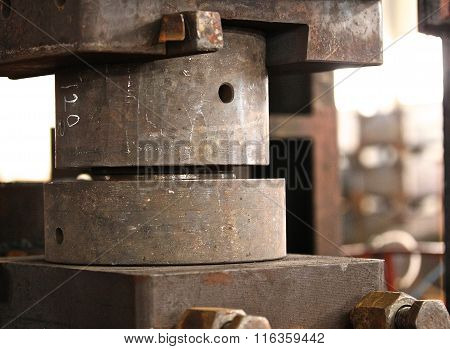 Upper And Lower Die To Press