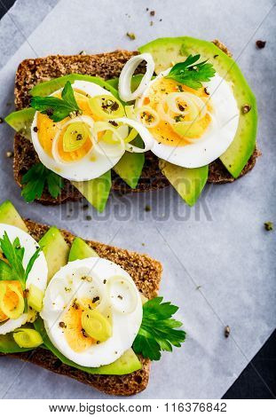 Sandwich With Avocado, Egg And Leek