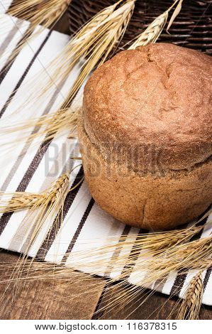 Freshly Baked Wheat Bran Bread