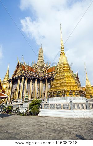 Famous Temple Phra Sri Ratana Chedi Covered With Foil Gold