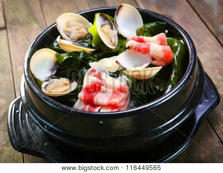 seaweed pot with scallop and beef
