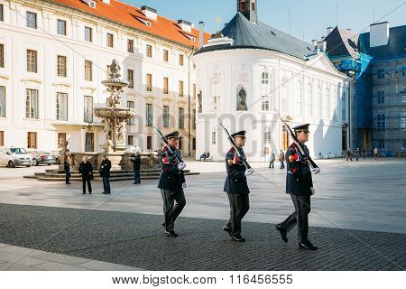 Changing of the guard of honor guards at the Presidential Palace