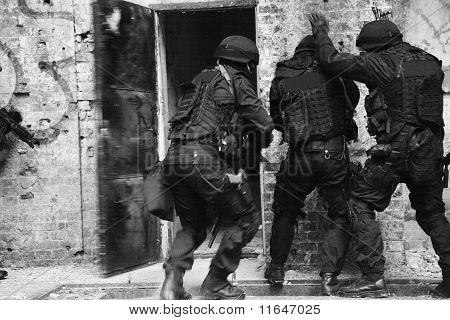 Subdivision anti-terrorist police.