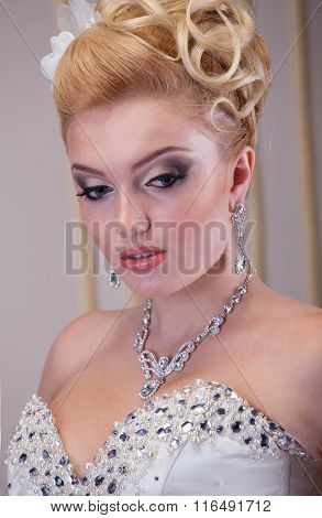 Dramatic Look For The Wedding Day