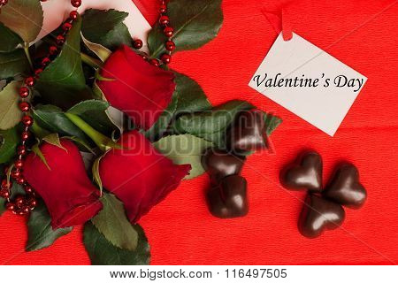 Tag Valentine's Day With Red Roses, Candies