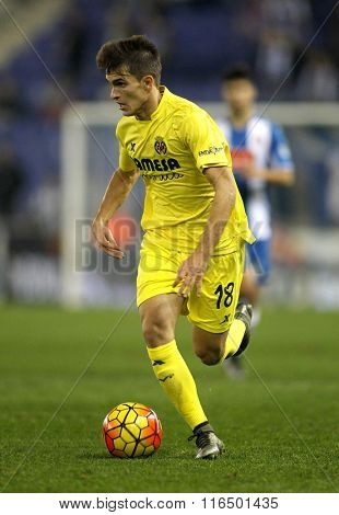 BARCELONA - JAN, 23: Denis Suarez of Villareal CF during a Spanish League match against RCD Espanyol at the Estadi Cornella on January 23, 2016 in Barcelona, Spain