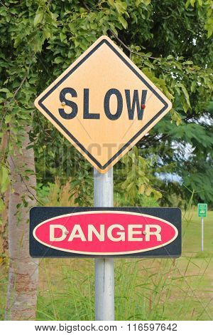 The Warning Sign Of Slow, To Reduce The Speed And Danger.