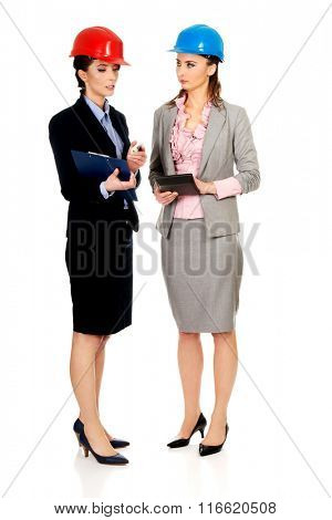 Two engineer woman discussing with eachother.