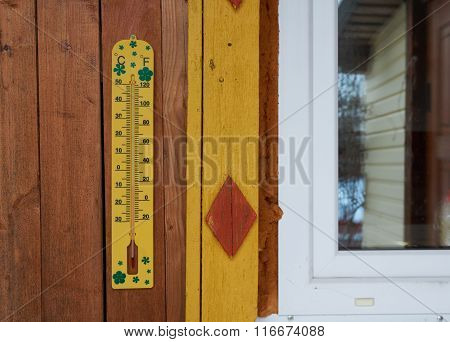 Outdoors Thermometer Measurement