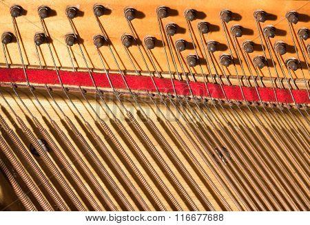 gavel of the string open mechanism