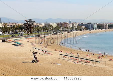 Salou, Spain - May 25: The Tourists Enjoiying Their Vacation On The Beach On May 25, 2015 In Salou,