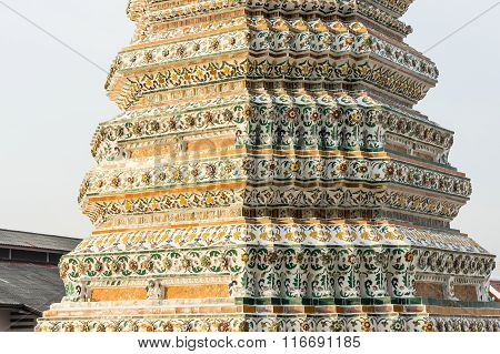 Wat Arun, Temple of Dawn architectural elements closeup
