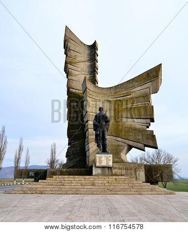 Paulis Heroes Monument