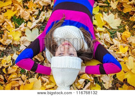 beautiful woman in a knitted hat in autumn park