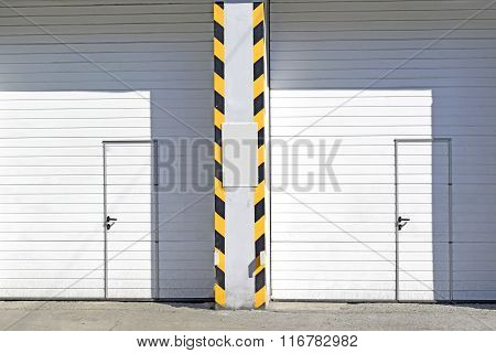 Closed garage avto doors