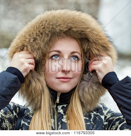 Portrait close up of young beautiful woman, on winter park nature background
