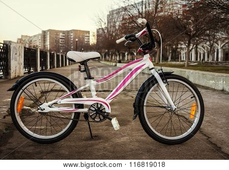 Women's Bike In A Retro-style, White With Pink Stripes
