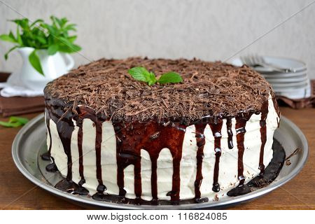 Chocolate cake with bananas and vanilla cream