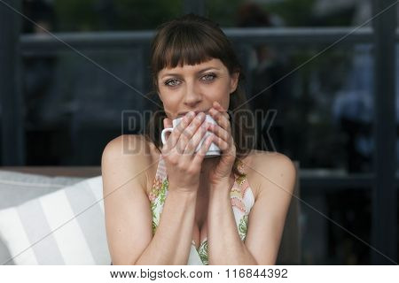 Woman drinking a coffee in outdoors