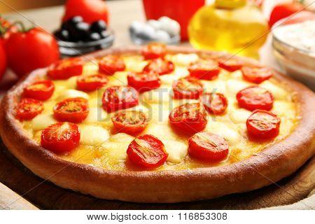 Pizza Margherita, close-up