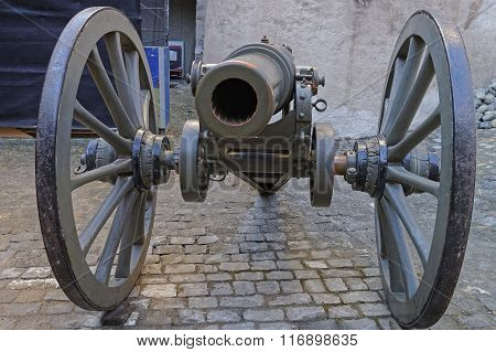 Muzzle of Cannon in the street in Castle. Thun Castle is a Castle Museum in the Thun city in Swiss canton of Bern where the Aare river flows out of Lake Thun. Today it is a Switzerland heritage site