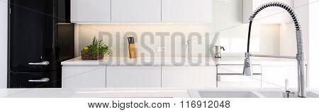 Spacious Modern Kitchen Room