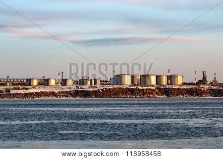 Oil refining base in the port of Vanino