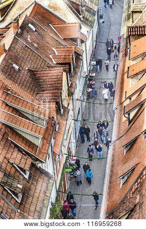 People Visit Famous  Kraemerbruecke In Erfurt