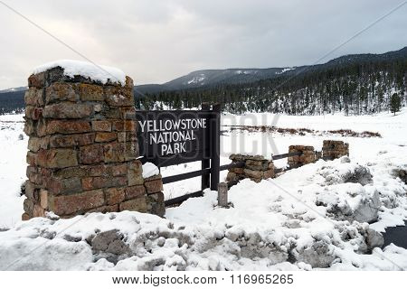 Yellowstone National Park Wyoming Entry Sign Territory United States
