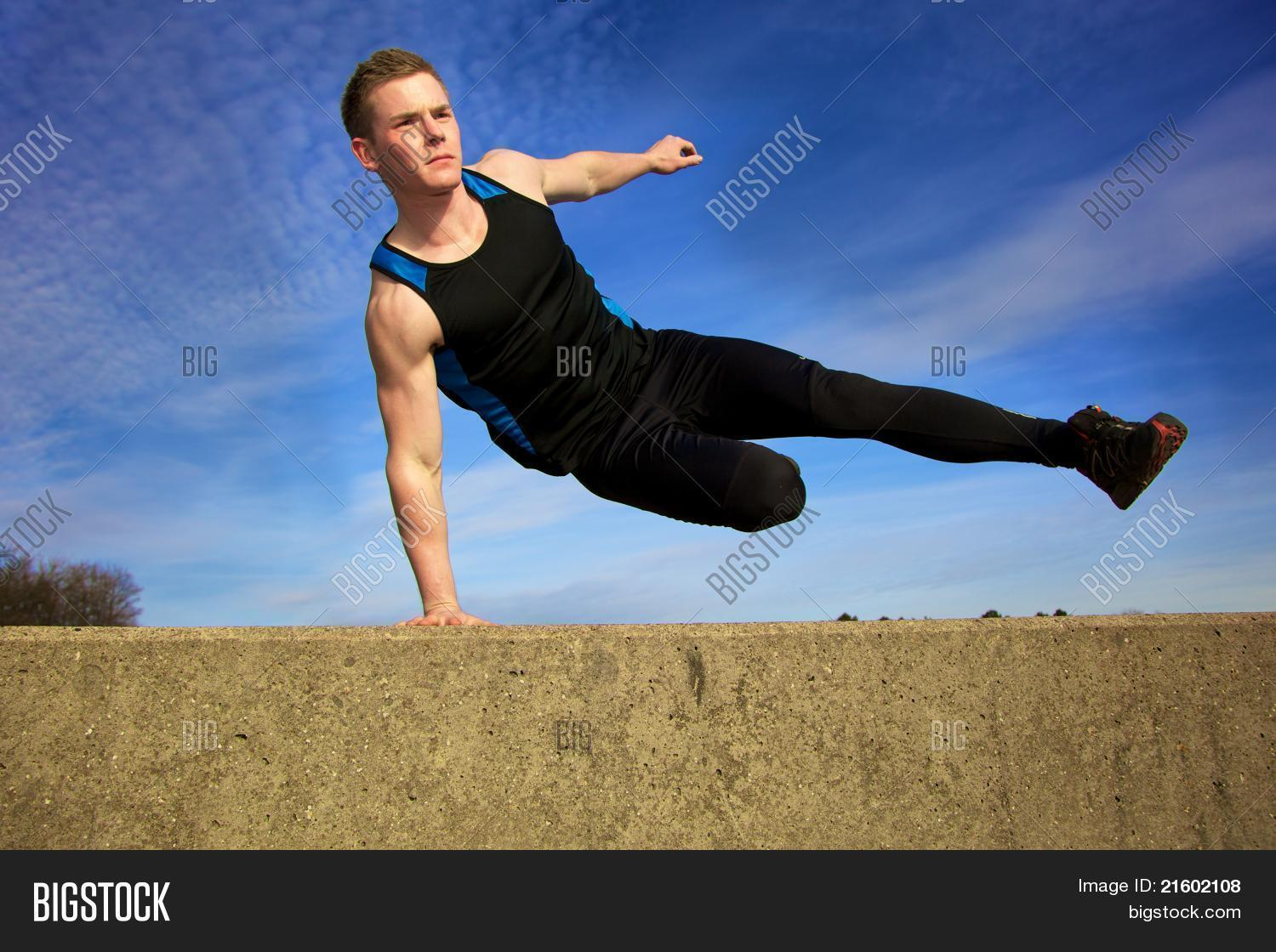 Parkour Wall Jump Www Imgkid Com The Image Kid Has It