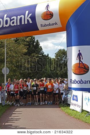 Ridderkerk, The Netherlands - September 18 2010: The Start Of  21St Rabo Oosterparkloop From 15 Km,