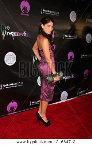 LOS ANGELES - 6 de JUL: Valery Ortiz chegando no Dreamworld Benefit Concert para cair pios um