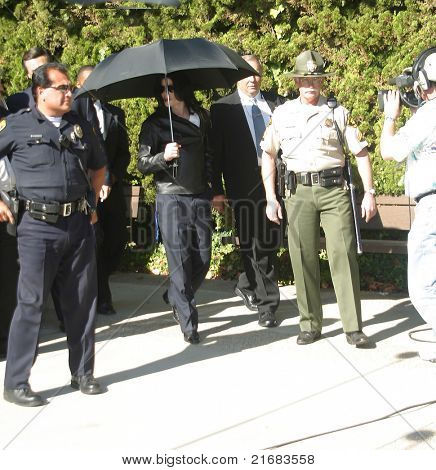 SANTA MARIA, CA - NOV 15: Michael Jackson at the courthouse in Santa Maria, California on November 15, 2002 - he was sued by the German promoter for canceling concerts