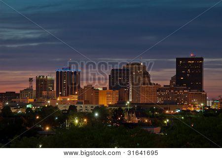 Skyline de Dayton Ohio ao entardecer