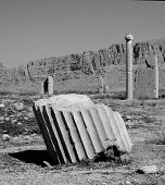pic of zoroastrianism  - The ruined remains of the great Estakhr city  - JPG