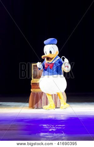 Donald Duck On Skates With Clock