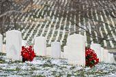 Постер, плакат: Надгробия в зимний период Арлингтонское национальное кладбище Вашингтон DC США