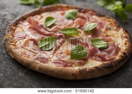 pizza with parma ham
