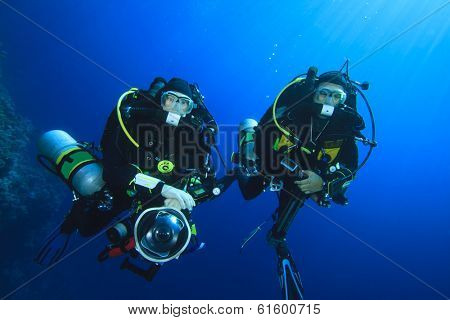 Two technical scuba divers using closed-circuit rebreathers