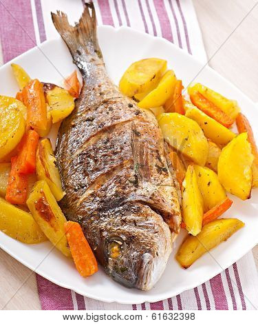 Dorada baked with potatoes