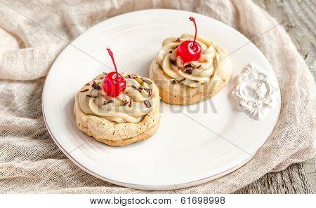 Meringue With Maraschino Cherries
