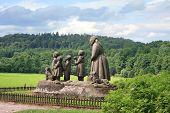foto of grandma  - Monument Grandma with children - JPG