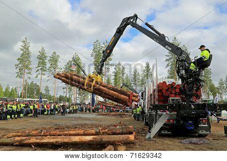 Finnish Championships In Log Loading 2014