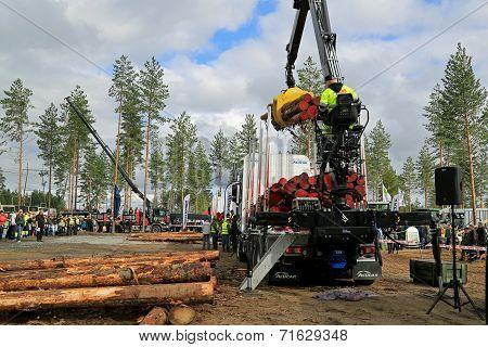 Finnish Championships In Log Loading 2014 At Finnmetko 2014