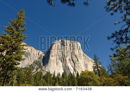 Beautiful Breathtaking Scenic Vibrant Yosemite Landscape Picture