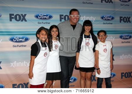 LOS ANGELES - SEP 8:  Sam, Berry, Graham Elliot, Natalie, Sean at the 2014 FOX Fall Eco-Casino at The Bungalow on September 8, 2014 in Santa Monica, CA