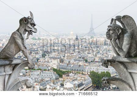 Stone Demons Gargoyle Und Chimera. Notre Dame De Paris