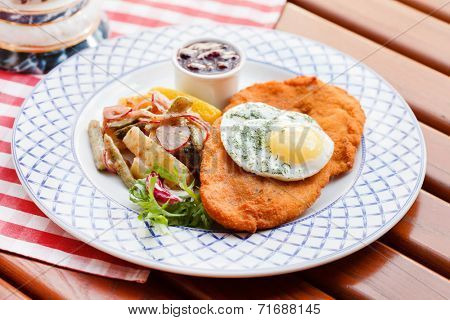 schnitzel with egg and beer