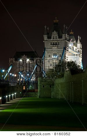 Tower Bridge de noche